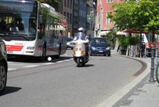 Heute: Hauptstraße in Überlingen. Immer noch die gleichen BIRCOsir Sicherheitsrinnen NW 100 mit Steg-Gussabdeckungen, Klasse F